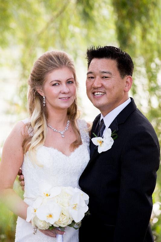 wedding_outdoors_bride_and_groom