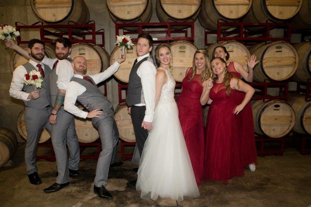 wedding_red_wedding_party_fun