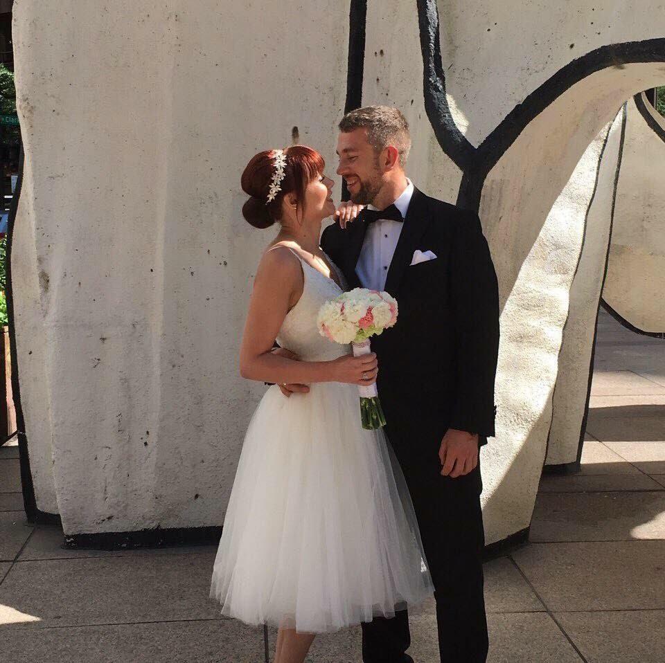 wedding_casual_bride_and_groom_eyes